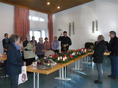 Adventskranzbinden